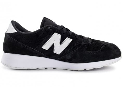 Chaussures New Balance 420 Re-Engineered Suede noire vue dessous