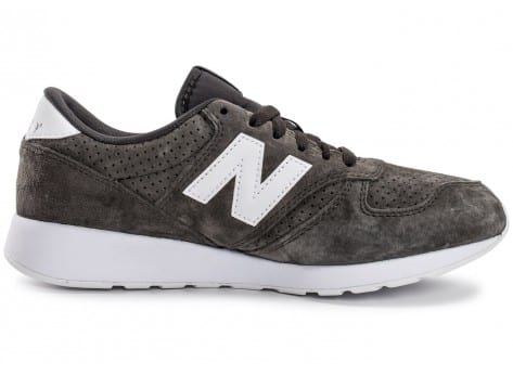 Chaussures New Balance 420 Re-Engineered Suede gris vue dessous