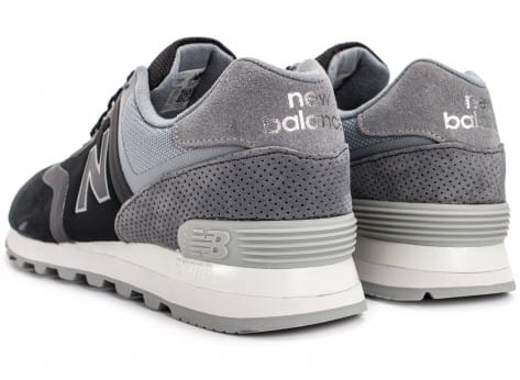 Chaussures New Balance 574 Re-Engineered Suede noire vue dessous