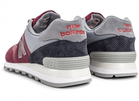 Chaussures New Balance 574 Re-Engineered Suede bordeaux vue dessous