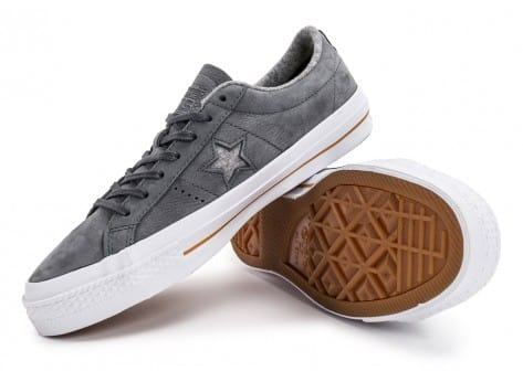 Chaussures Converse One Star Nubuck grise vue avant