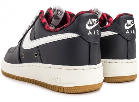 Chaussures Nike Air Force 1 '07 LV08 Lumberjack noire vue dessous