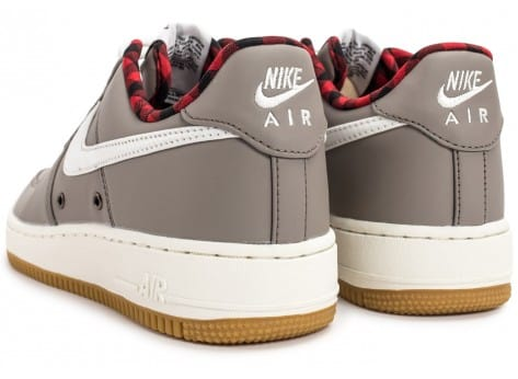 Chaussures Nike Air Force 1 '07 LV08 Lumberjack grise vue dessous