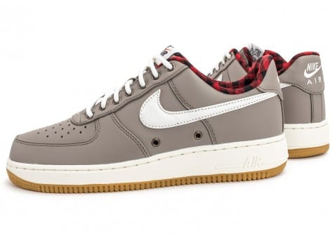 Chaussures Nike Air Force 1 '07 LV08 Lumberjack grise vue extérieure