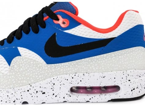 Chaussures Nike Air Max 1 Ultra Essential bleue et blanche vue dessus