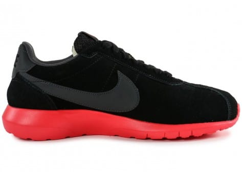 Chaussures Nike Roshe LD-1000 Suede noire vue dessous