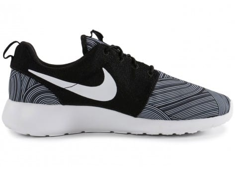 Chaussures Nike Roshe One Print noire vue dessous