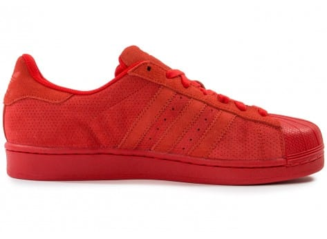 Chaussures adidas Superstar Suede rouge vue dessous