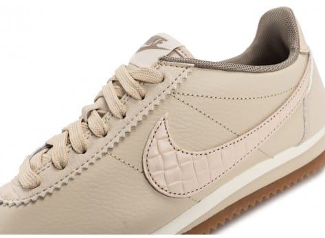 Chaussures Nike Classic Cortez Leather Lux beige vue dessus