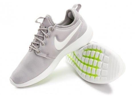 Chaussures Nike Roshe 2 W grise et blanche vue intérieure