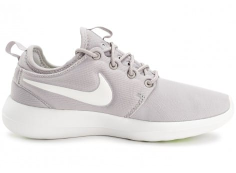 Chaussures Nike Roshe 2 W grise et blanche vue dessous