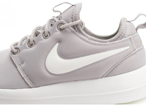 Chaussures Nike Roshe 2 W grise et blanche vue dessus