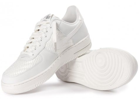 Chaussures Nike Air Force 1 LV8 Low blanche vue dessous