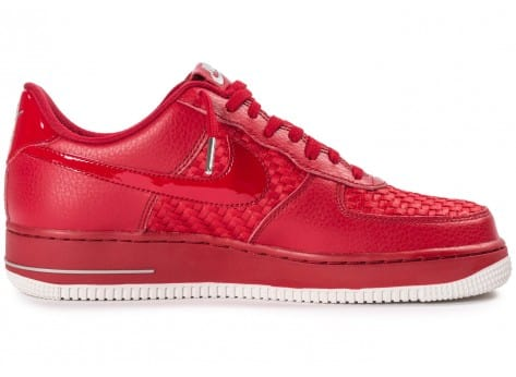 Chaussures Nike Air Force 1 LV8 Low rouge vue dessous