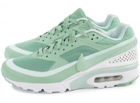 Chaussures Nike Air Max BW Ultra Enamel Green vue extérieure