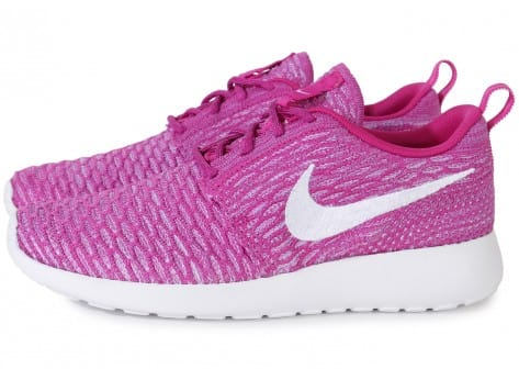 Chaussures Nike ROSHE RUN FLYKNIT FUSHIA vue extérieure