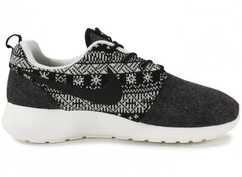 Chaussures Nike Roshe One Winter Sweater vue dessous