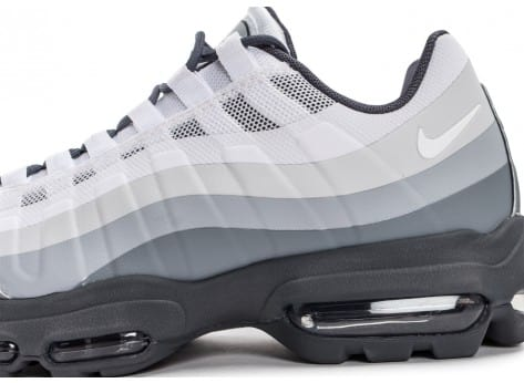 Chaussures Nike Air Max 95 Ultra Essential blanche et grise vue dessus