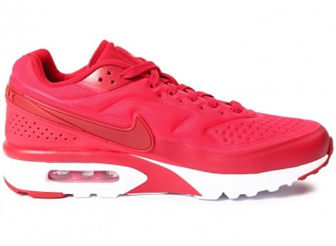 Chaussures Nike Air Max BW Ultra SE rouge vue dessous