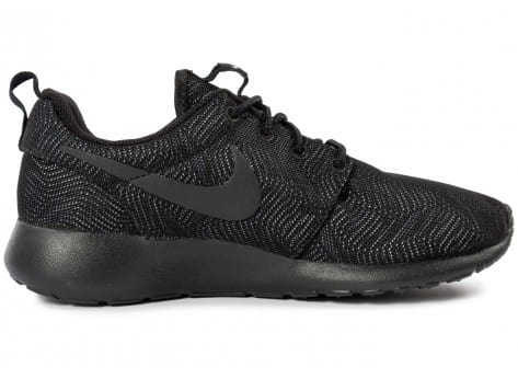 Chaussures Nike Roshe One Moire noire vue dessous