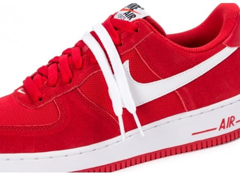 Chaussures Nike Air Force 1 Suede rouge vue dessus