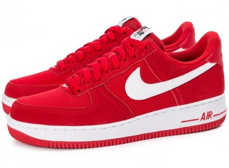 Chaussures Nike Air Force 1 Suede rouge vue extérieure