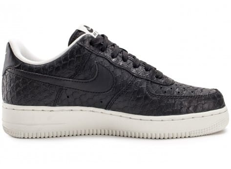 Chaussures Nike Air Force 1 07 LV8 Snake noire vue dessous