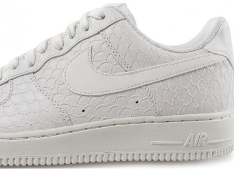 Chaussures Nike Air Force 1 07 LV8 Snake blanche vue dessus