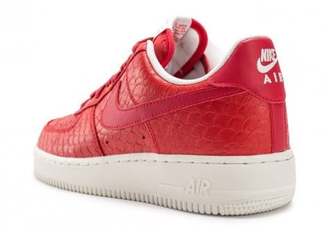 Chaussures Nike Air Force 1 07 LV8 Snake rouge vue arrière
