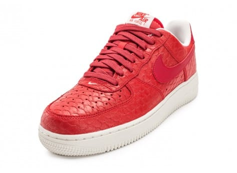 Chaussures Nike Air Force 1 07 LV8 Snake rouge vue avant