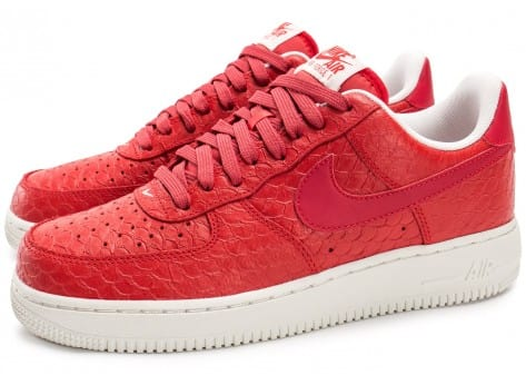 Chaussures Nike Air Force 1 07 LV8 Snake rouge vue extérieure