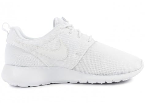 Chaussures Nike Roshe One Junior blanche vue dessous