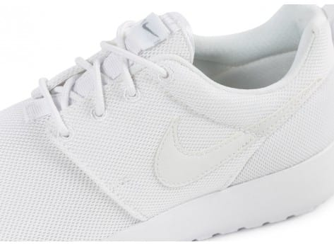 Chaussures Nike Roshe One Junior blanche vue dessus