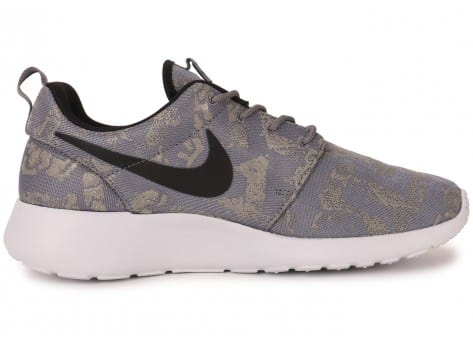 Chaussures Nike Roshe One Print grise vue dessous