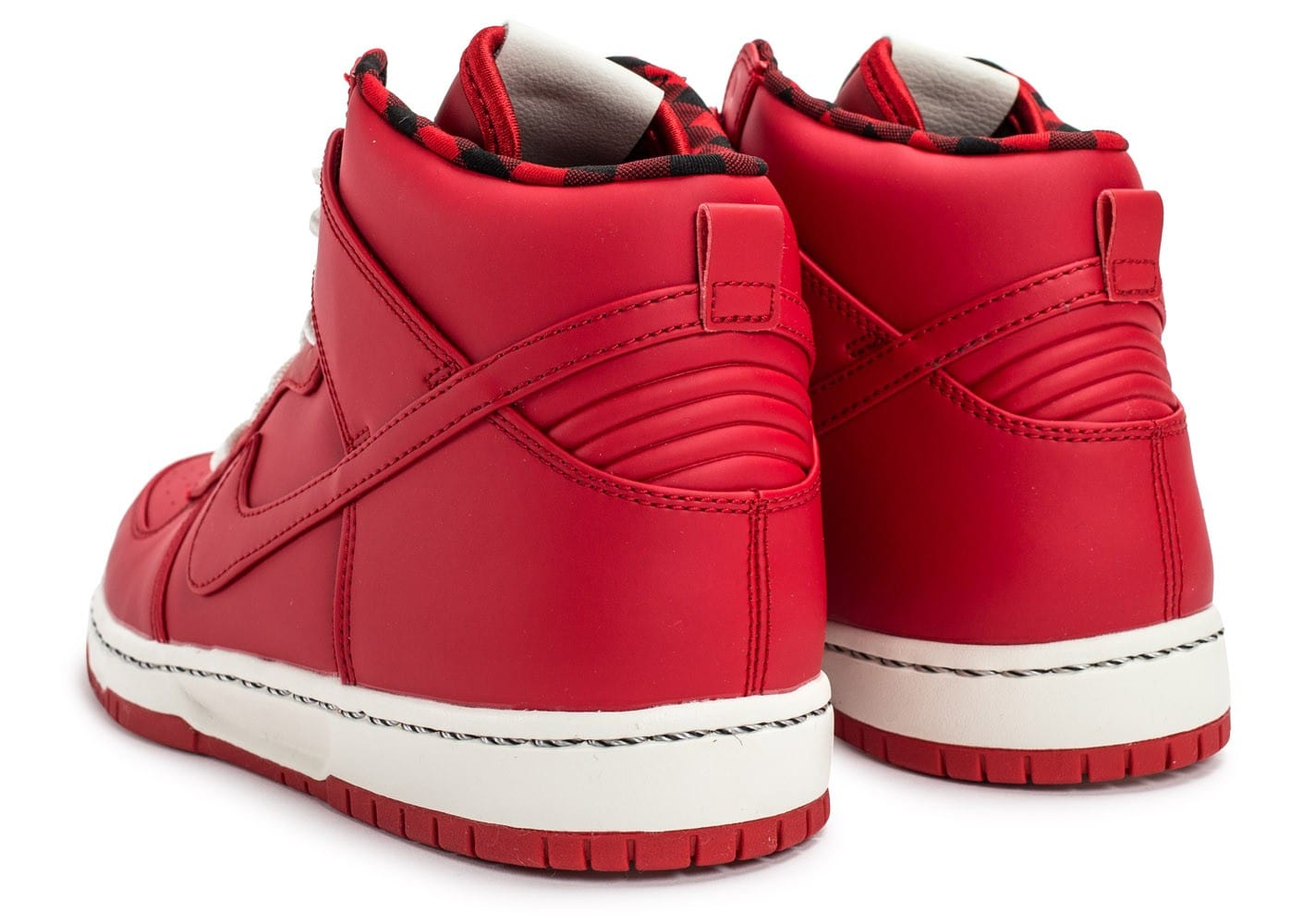 low priced 32970 2ad64 Chaussures Nike Dunk High Ultra Rain rouge vue dessous .