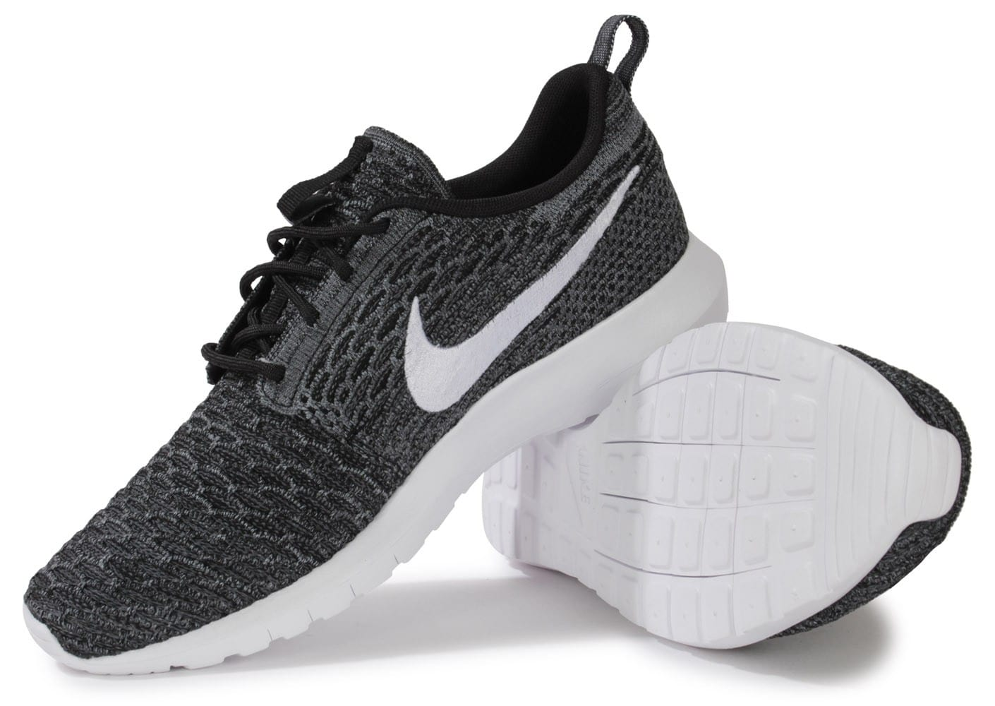 erfvw  Chaussures Nike ROSHE RUN FLYKNIT NOIRE ET BLANCHE vue intérieure