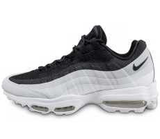 Chaussures Nike Air Max 95 Essential noire et blanche