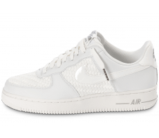 Chaussures Nike Air Force 1 LV8 Low blanche
